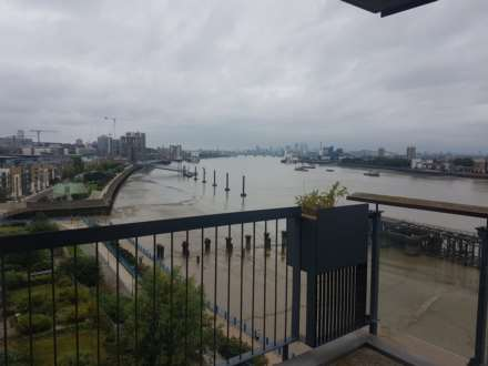 2 Bedroom Apartment, Erebus Drive, Royal Artillery Quay, London - AVAILABLE FROM 5th July 2017