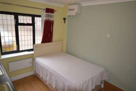 Studio, Biscoe Close, Hounslow, TW5 0UN