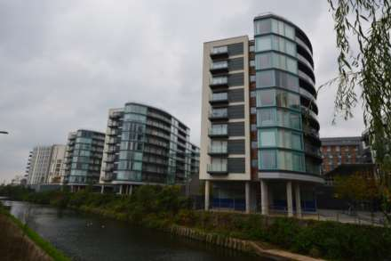 3 Bedroom Apartment, Station Approach, Hayes,UB3 4FA