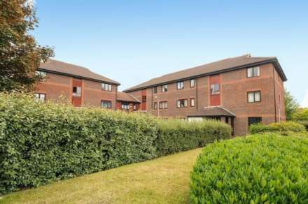 2 Bedroom Apartment, High Street, Twyford