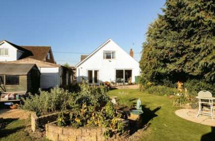 4 Bedroom Bungalow, High Street, North Moreton