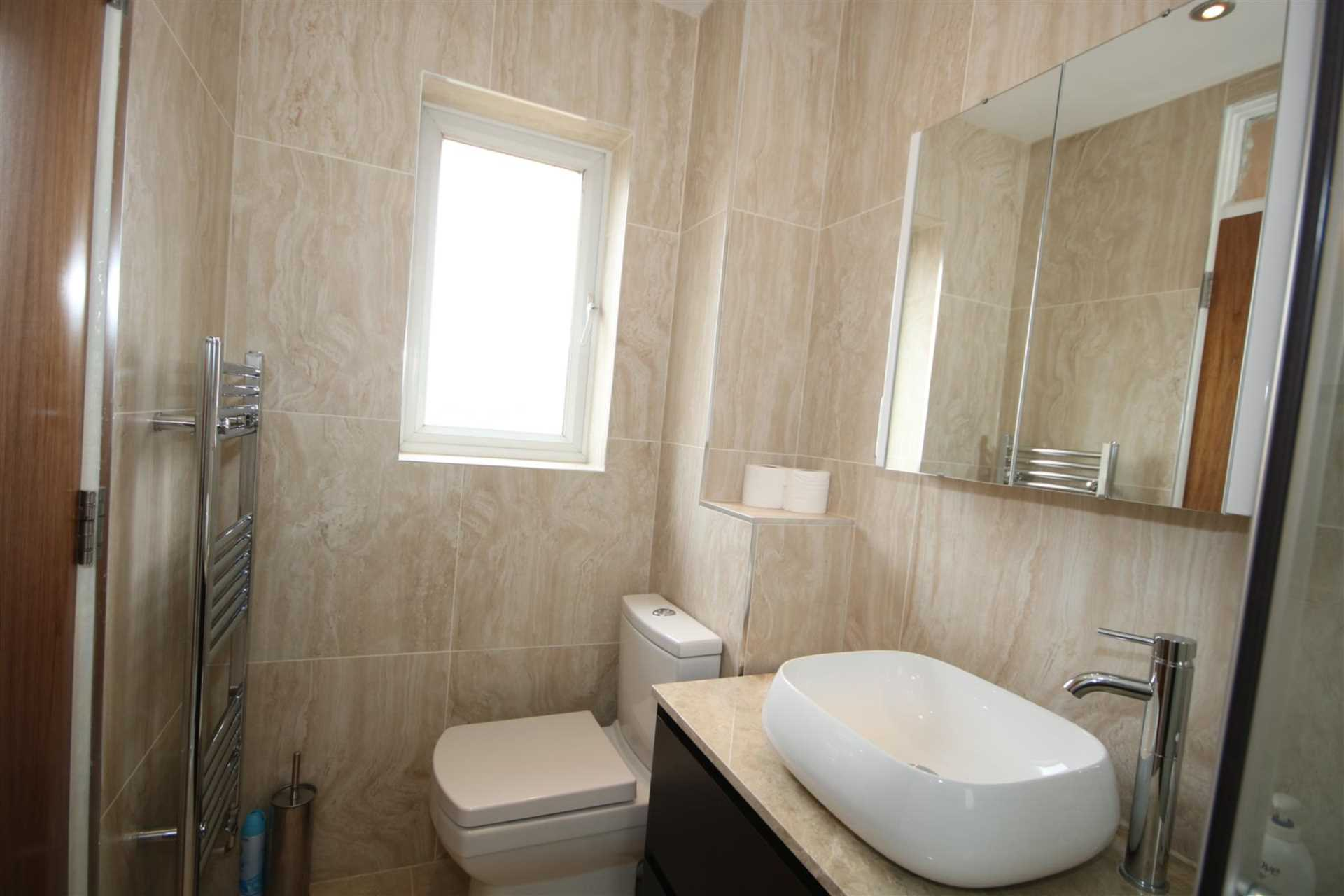 LOVELY 1 BED HOUSE IN CUL DE SAC WITH GARDEN, Image 11
