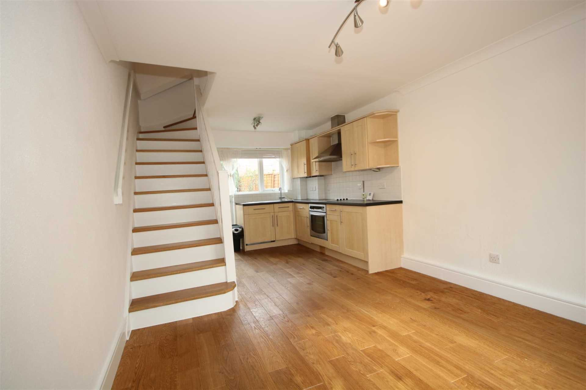 LOVELY 1 BED HOUSE IN CUL DE SAC WITH GARDEN, Image 4