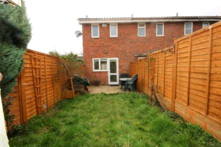 LOVELY 1 BED HOUSE IN CUL DE SAC WITH GARDEN, Image 2