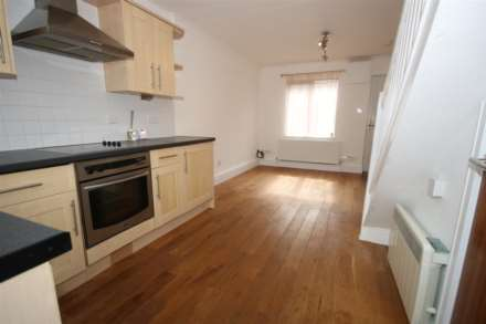 LOVELY 1 BED HOUSE IN CUL DE SAC WITH GARDEN, Image 3