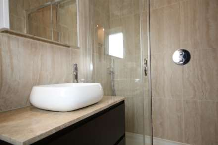 LOVELY 1 BED HOUSE IN CUL DE SAC WITH GARDEN, Image 7