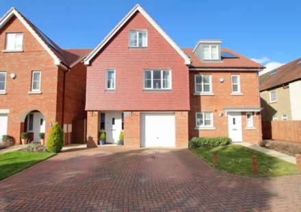 4 Bedroom Semi-Detached, MODERN HOME WITH GENEROUS GARDEN/GARAGE