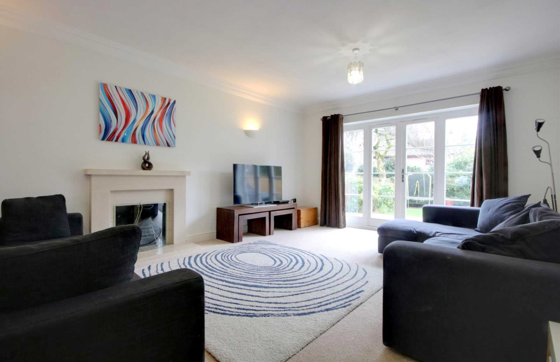 5 BED OFFERED FURNISHED & AVAILABLE June 2021, Image 3
