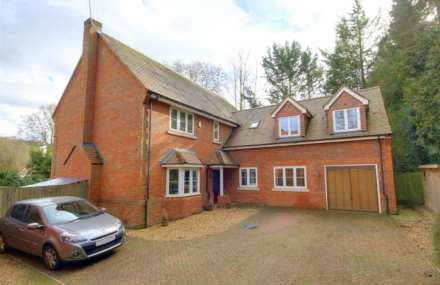 5 Bedroom Detached, 5 BED OFFERED FURNISHED & AVAILABLE 1st MAY 2019