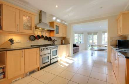 5 BED OFFERED FURNISHED & AVAILABLE June 2021, Image 4