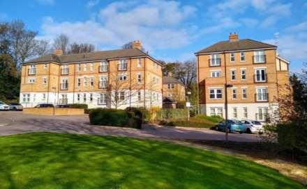 2 Bedroom Apartment, Adrian Close, Boxmoor