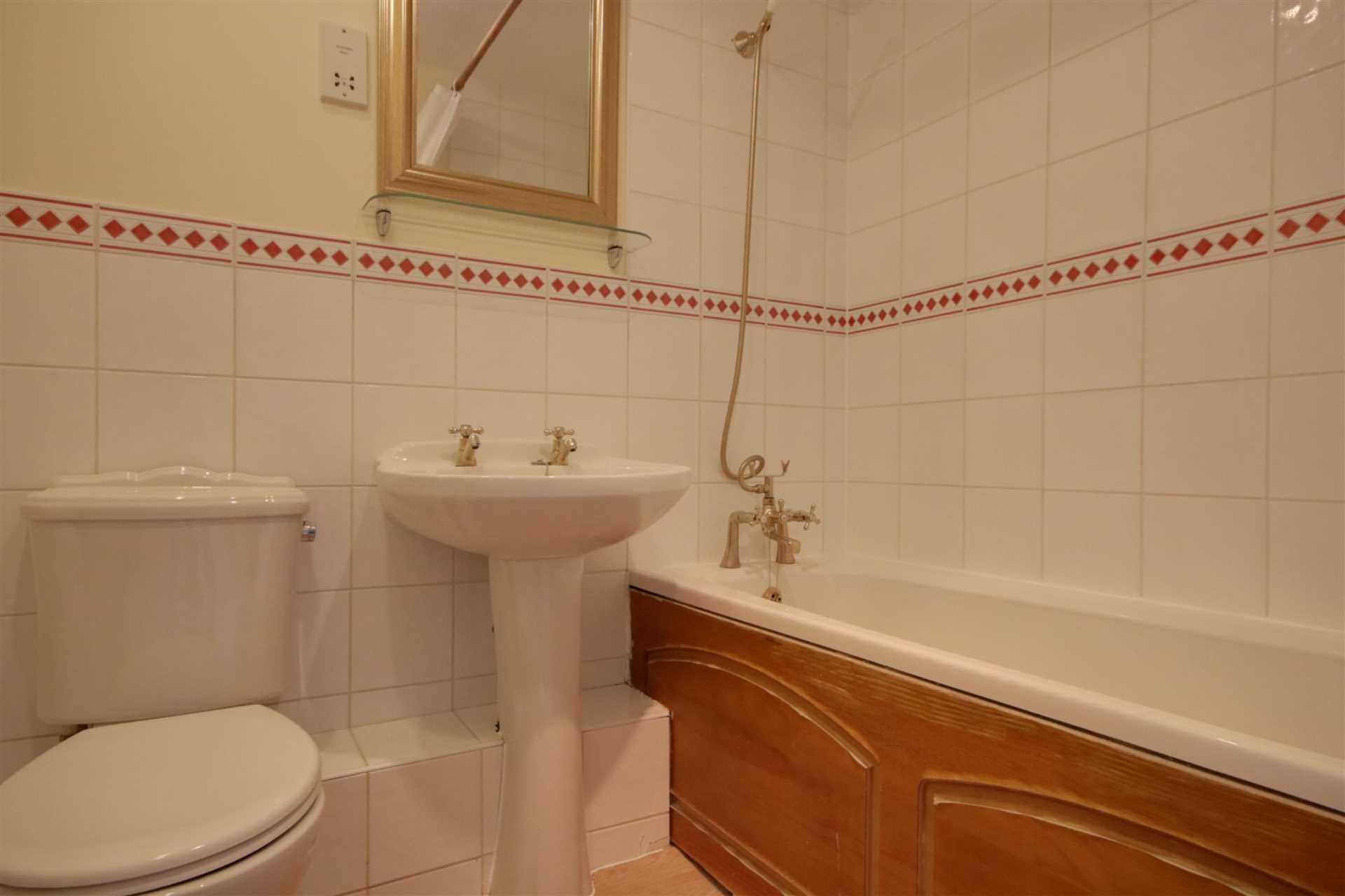 2 double bedrooms, Thorne Close, Boxmoor, Image 6