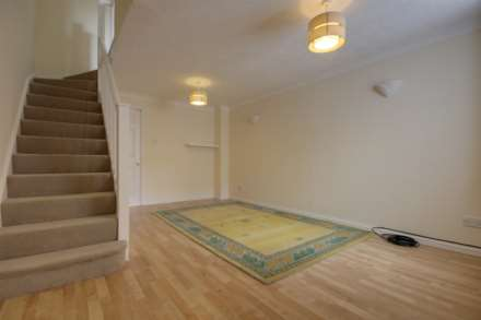 2 double bedrooms, Thorne Close, Boxmoor, Image 3