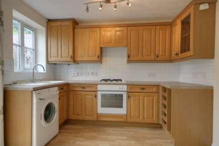 2 double bedrooms, Thorne Close, Boxmoor, Image 4