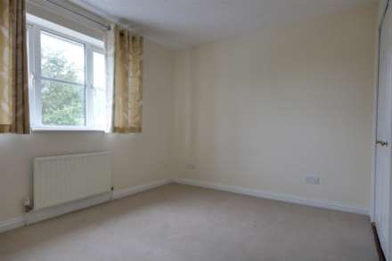 2 double bedrooms, Thorne Close, Boxmoor, Image 5