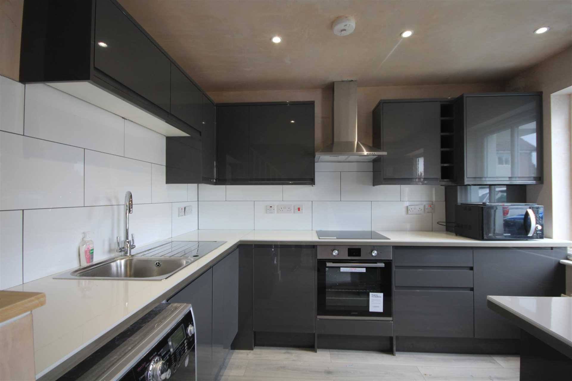 EXCEPTIONAL REFURBISHED PROPERTY IN PRIVATE CUL DE SAC, Image 3