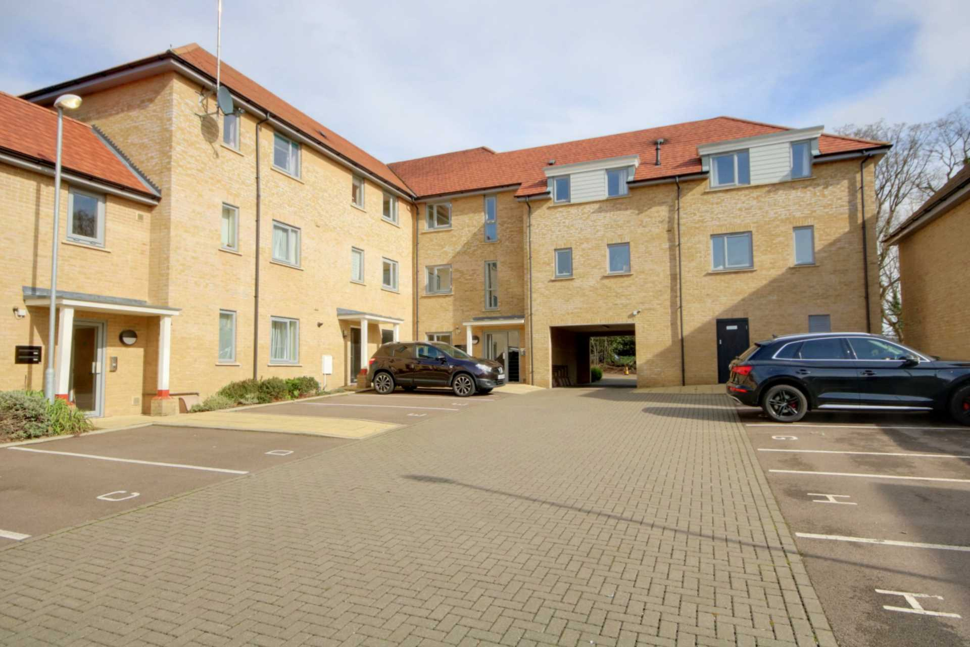 2 DOUBLE BED APARTMENT WITH 2 PARKING SPACES ON MODERN DEVELOPMENT., Image 11