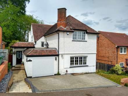 4 Bedroom Detached, EXCELLENT DETACHED PROPERTY CLOSE TO SCHOOLS & AMENITIES