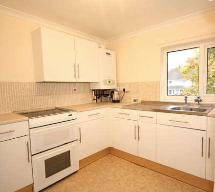 GOOD SIZE ONE BEDROOM CLOSE TO STATION, Image 2