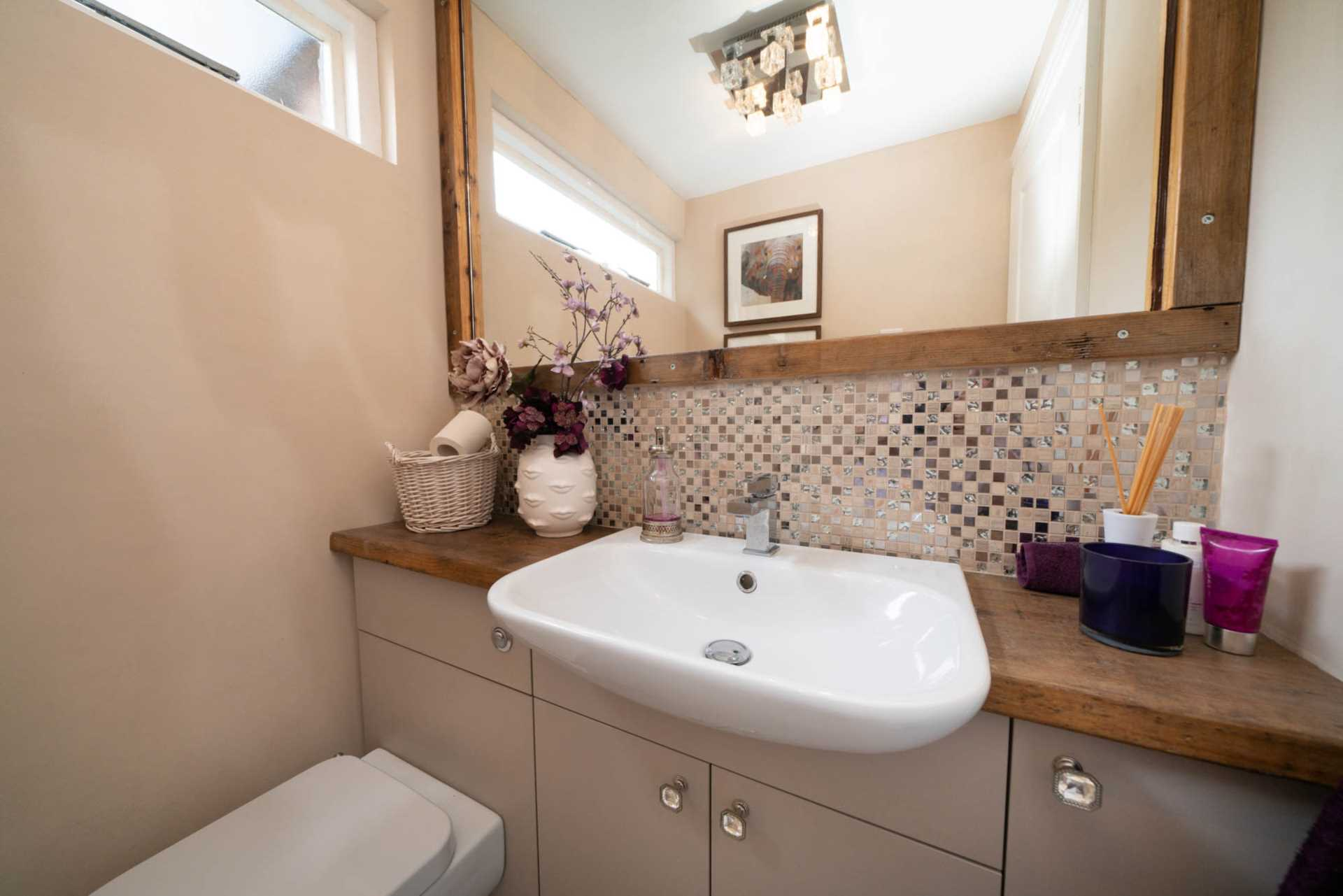 REFURBISHED 4 DOUBLE BEDROOM - SOUGHT AFTER OLD TOWN, HP2, Image 13