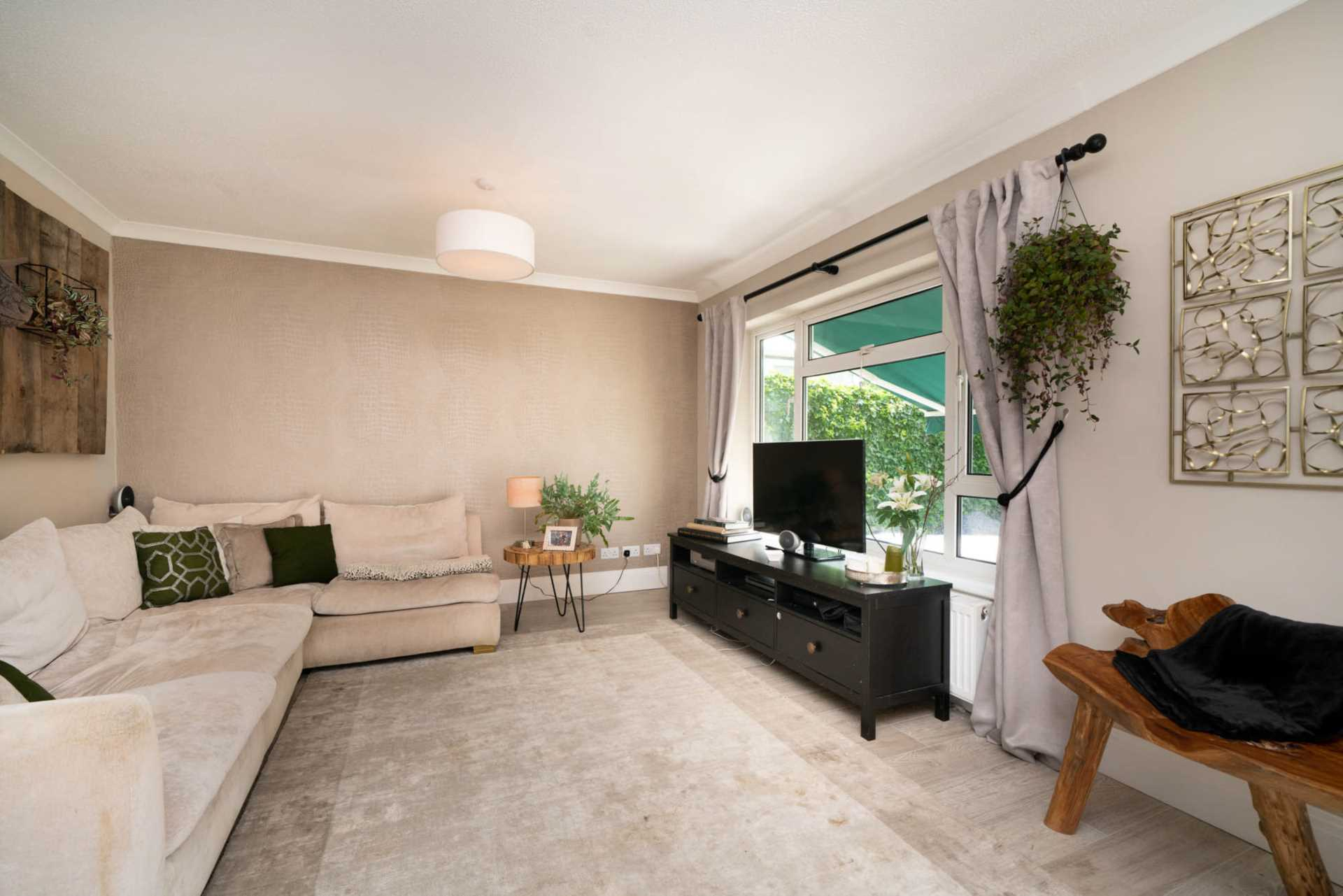 REFURBISHED 4 DOUBLE BEDROOM - SOUGHT AFTER OLD TOWN, HP2, Image 18