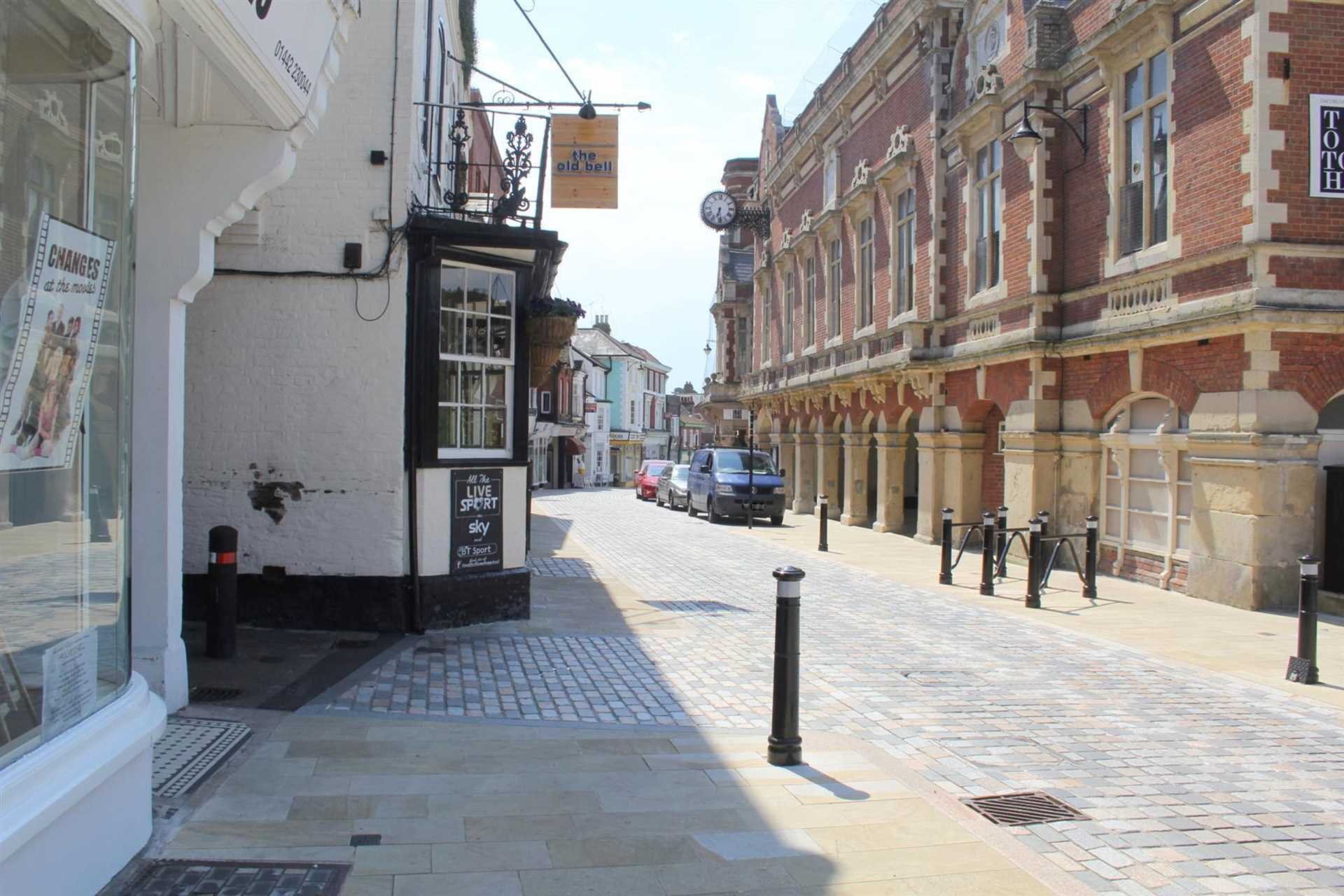 REFURBISHED 4 DOUBLE BEDROOM - SOUGHT AFTER OLD TOWN, HP2, Image 25