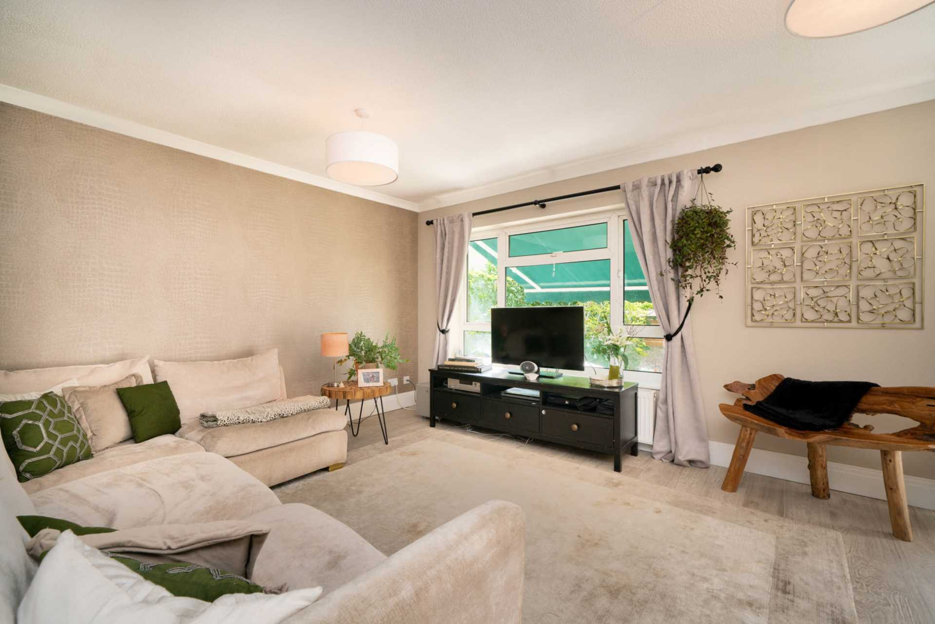 REFURBISHED 4 DOUBLE BEDROOM - SOUGHT AFTER OLD TOWN, HP2, Image 4
