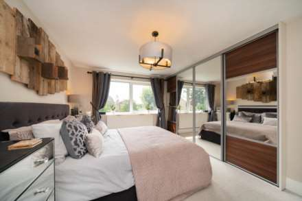 REFURBISHED 4 DOUBLE BEDROOM - SOUGHT AFTER OLD TOWN, HP2, Image 19