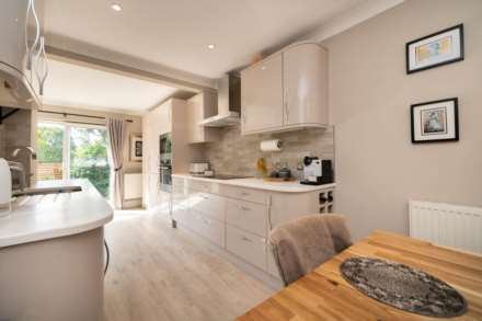 REFURBISHED 4 DOUBLE BEDROOM - SOUGHT AFTER OLD TOWN, HP2, Image 5