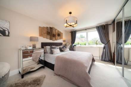 REFURBISHED 4 DOUBLE BEDROOM - SOUGHT AFTER OLD TOWN, HP2, Image 6