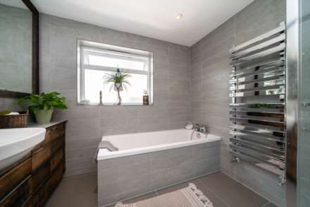 REFURBISHED 4 DOUBLE BEDROOM - SOUGHT AFTER OLD TOWN, HP2, Image 8