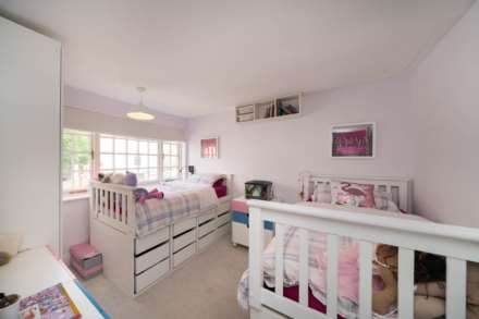 REFURBISHED 4 DOUBLE BEDROOM - SOUGHT AFTER OLD TOWN, HP2, Image 9
