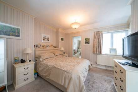 DEVELOPMENT PLOT TO THE REAR, AND ADJACENT TO, EXISTING CHARACTER PROPERTY - Glenview Road, BOXMOOR, HP1, Image 10
