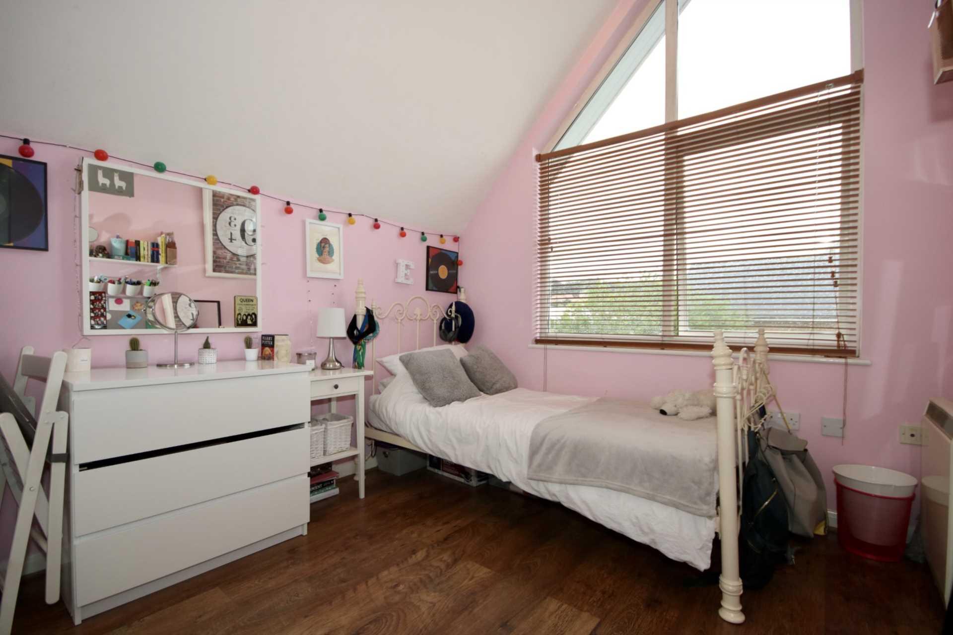 Fourdrinier Way, Impressive Master bedroom with Ensuite, PARKING, Image 14