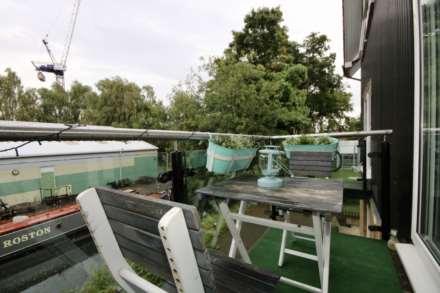 Fourdrinier Way, Impressive Master bedroom with Ensuite, PARKING, Image 3