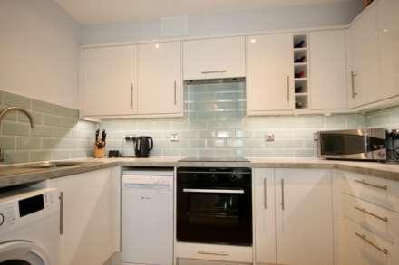 Fourdrinier Way, Impressive Master bedroom with Ensuite, PARKING, Image 4