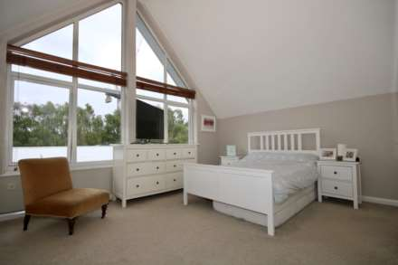 Fourdrinier Way, Impressive Master bedroom with Ensuite, PARKING, Image 5
