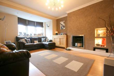 SUPERB 3 BED SEMI IN HEART OF BOXMOOR, Image 2