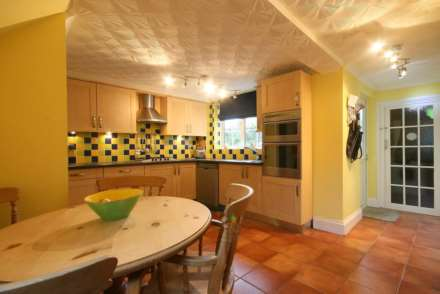SUPERB 3 BED SEMI IN HEART OF BOXMOOR, Image 5