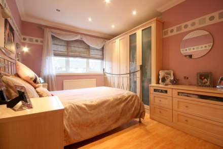 SUPERB 3 BED SEMI IN HEART OF BOXMOOR, Image 6