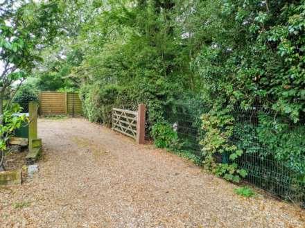 Tile Kiln Lane, Leverstock Green, Image 22