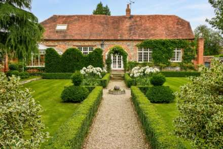 5 Bedroom Country House, Tidmarsh, Berkshire