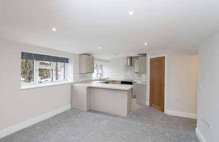 2 Bedroom Apartment, Pangbourne, Berkshire - walk to station & shops