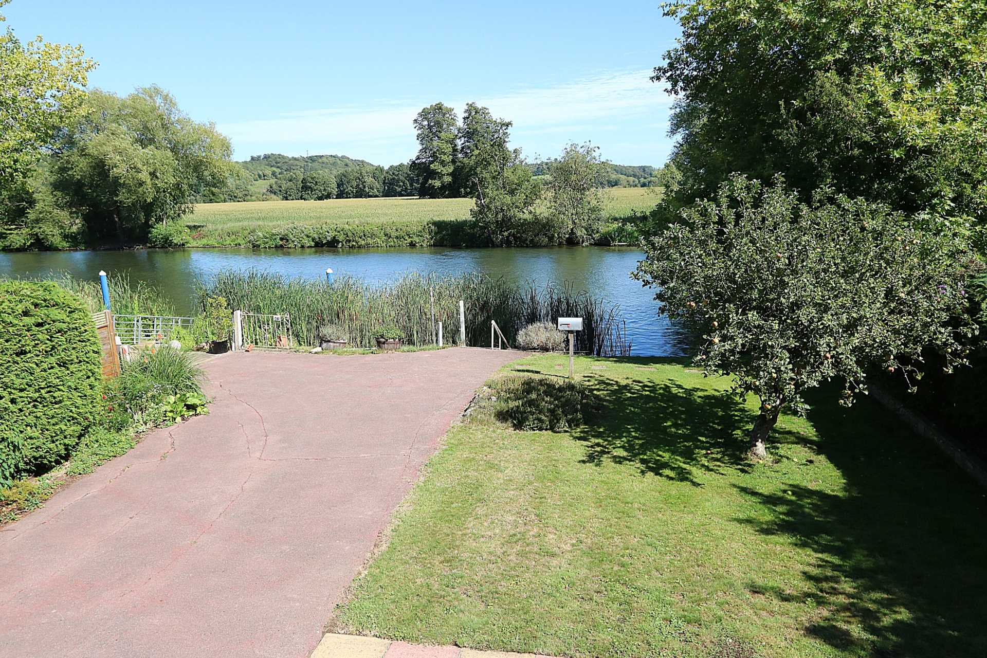 River Gardens, Purley On Thames, Berkshire, Image 12