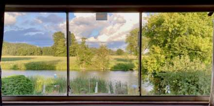 River Gardens, Purley On Thames, Berkshire, Image 2