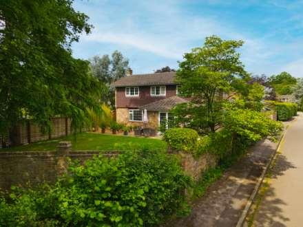 Upper Basildon, Berkshire, Image 2