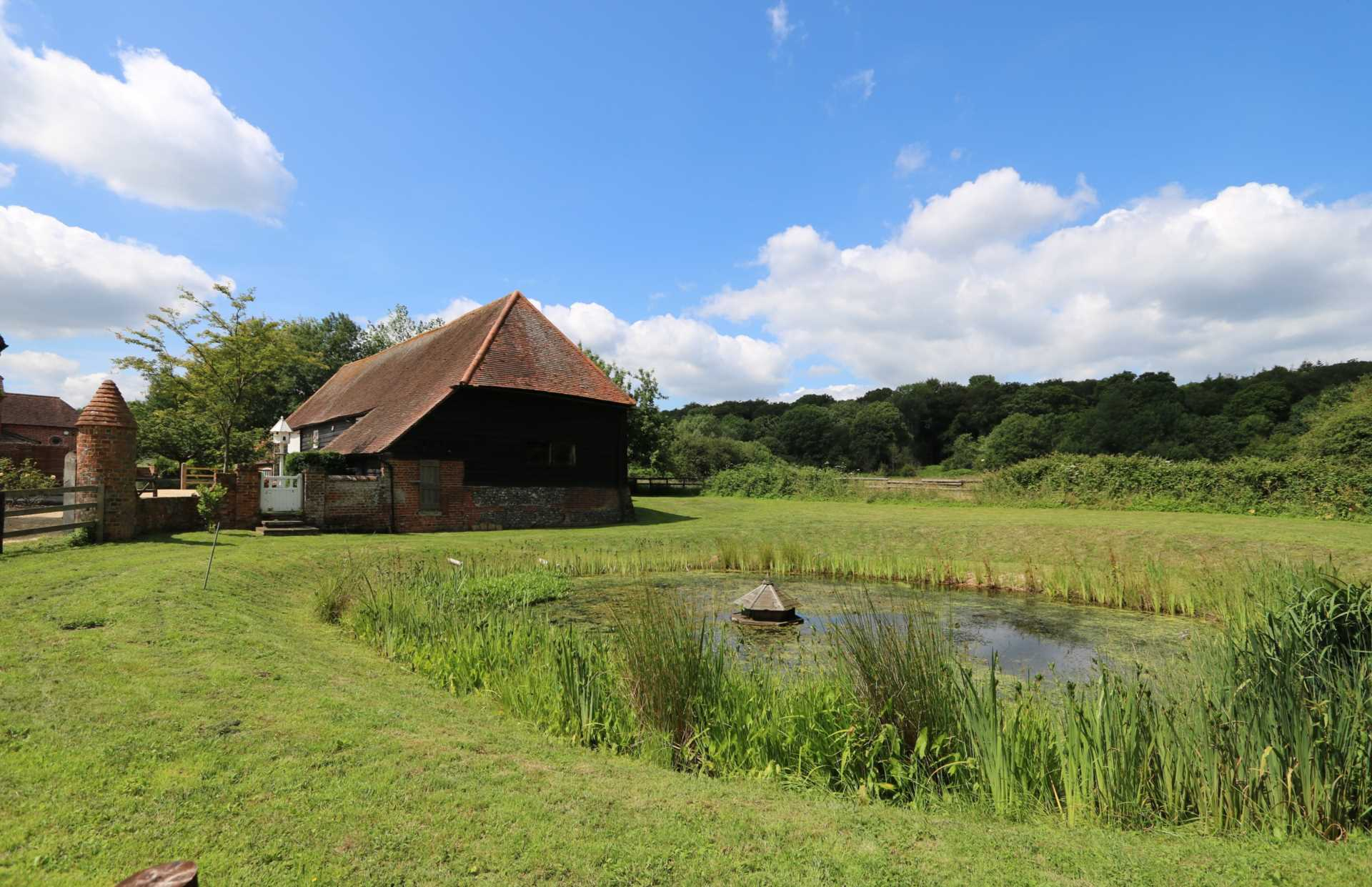 Bucklebury, Berkshire - Yattendon 1½ miles, Image 16