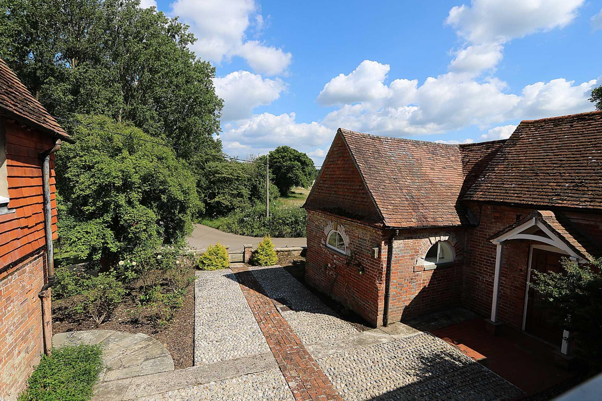 Bucklebury, Berkshire - Yattendon 1½ miles, Image 22