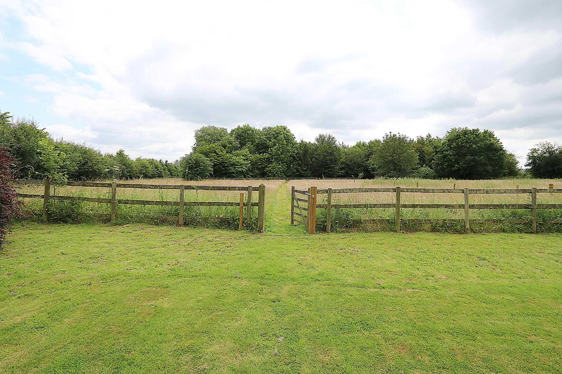Bucklebury, Berkshire - Yattendon 1½ miles, Image 24