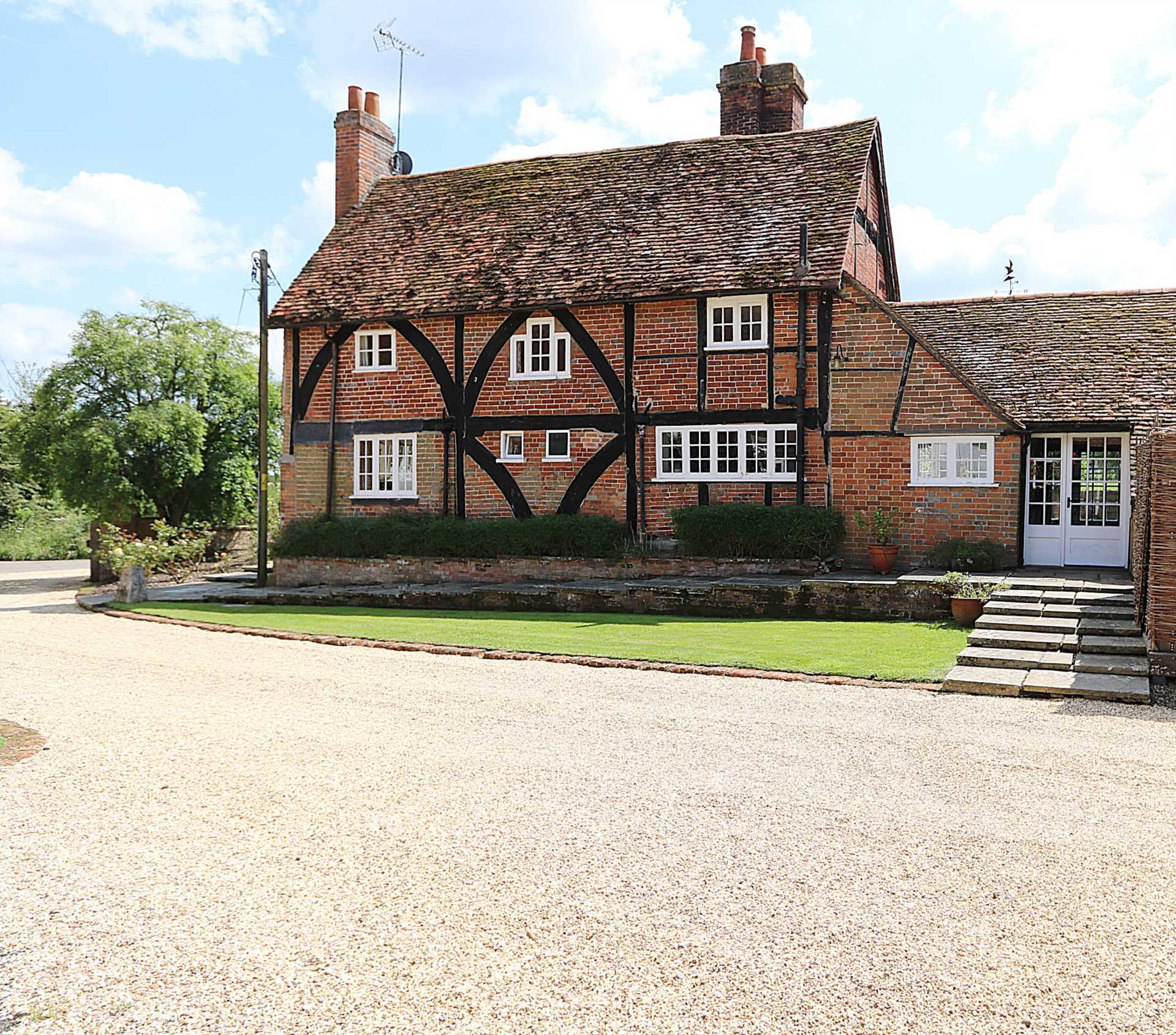 Bucklebury, Berkshire - Yattendon 1½ miles, Image 25